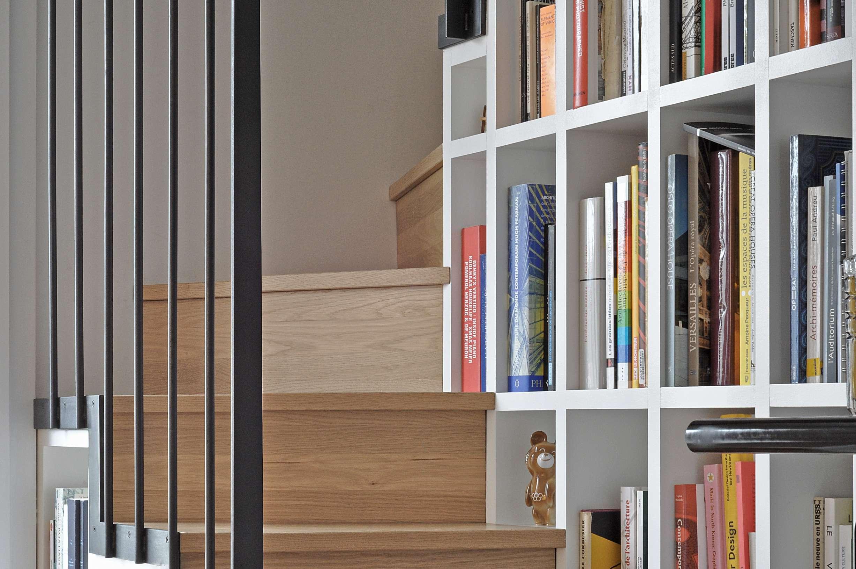 Escalier et étagères