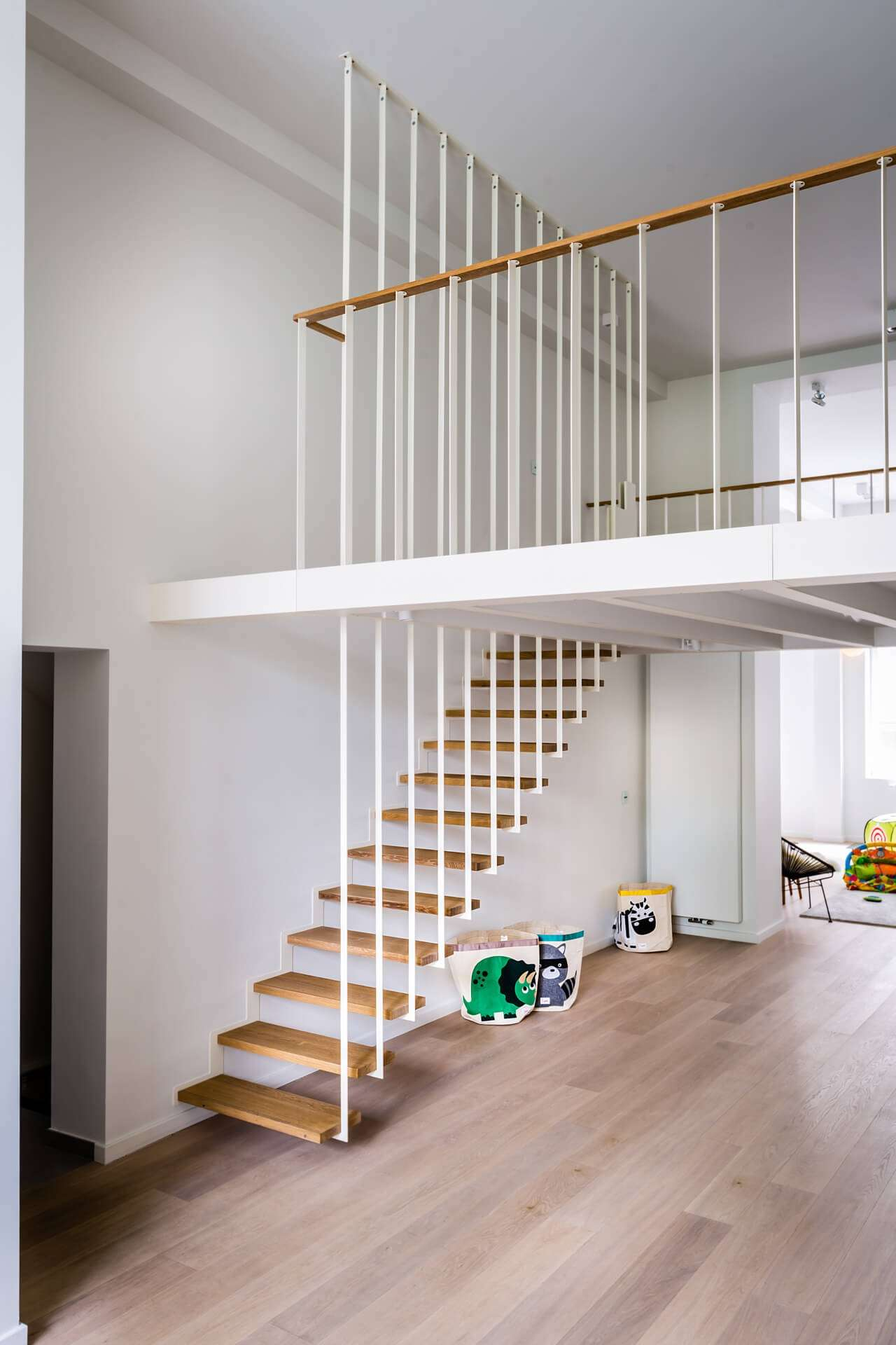 Escalier suspendu et rambarde sur-mesure UP