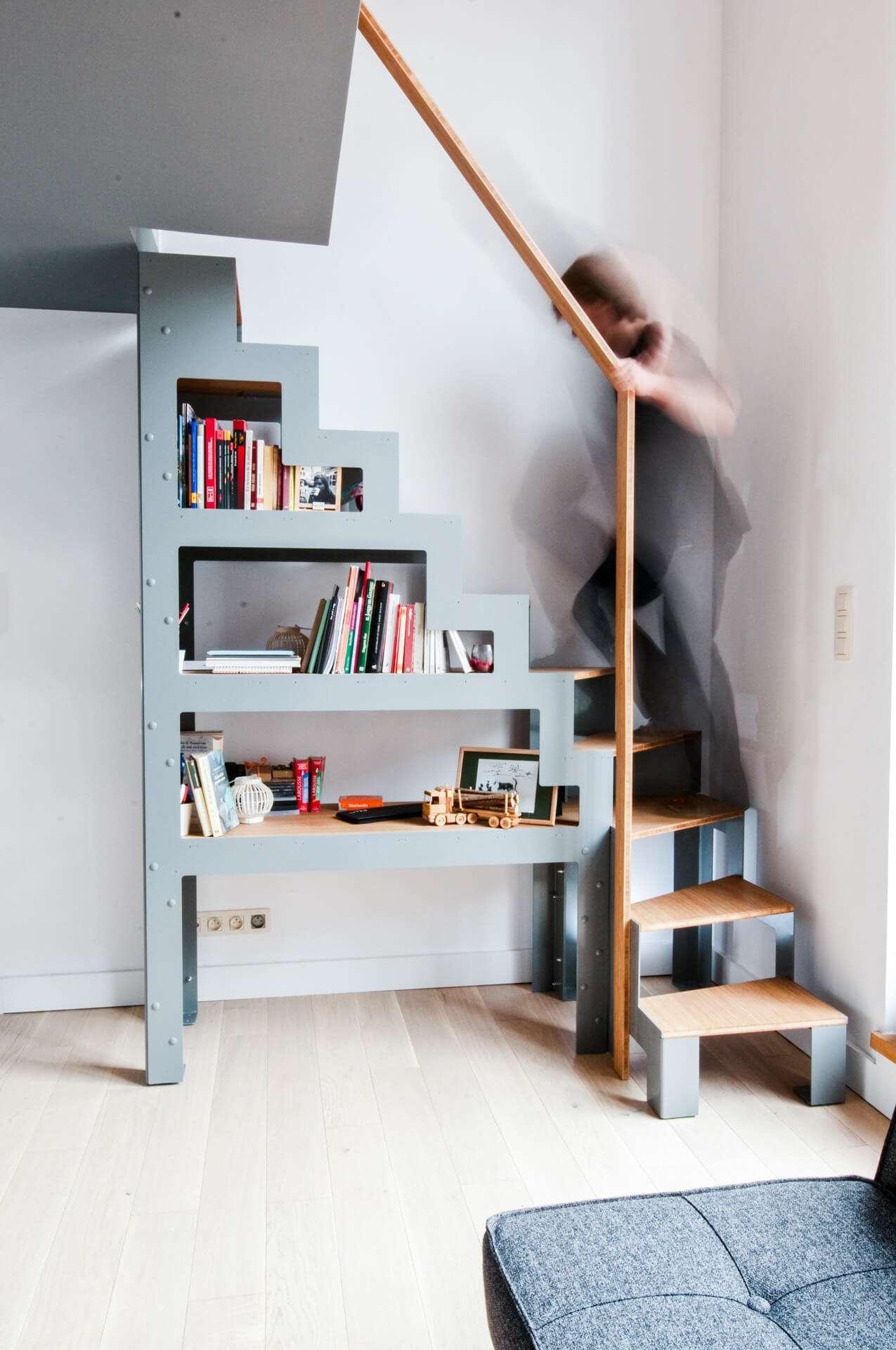Escalier autoportant LIBRO et rambarde de mezzanine dressing sur-mesure