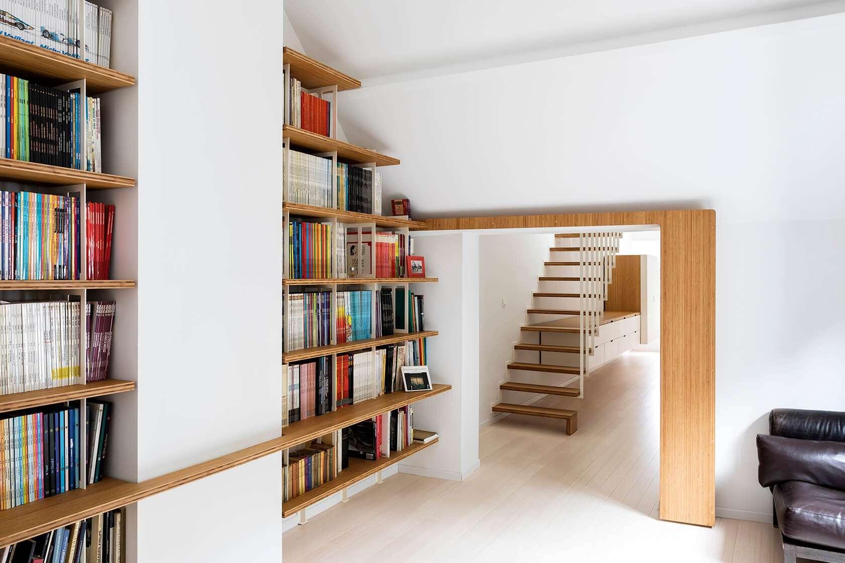 Bibliothèque Curve Wood & Steel, habillage porte, escalier UP et dressing Pô sur-mesure