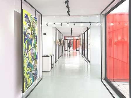 Vue intérieur de la galerie d'art