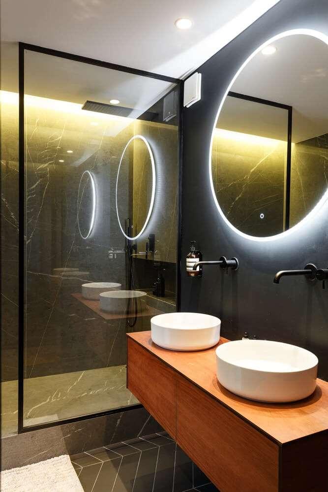 Salle d'eau contemporaine avec double vasque