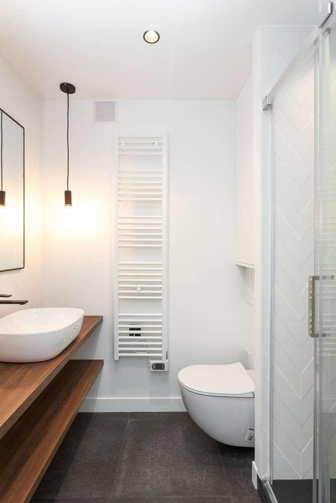 Salle d'eau blanche moderne