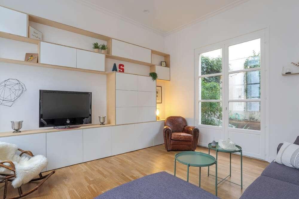 Salon télé avec meuble multimédia sur mesure