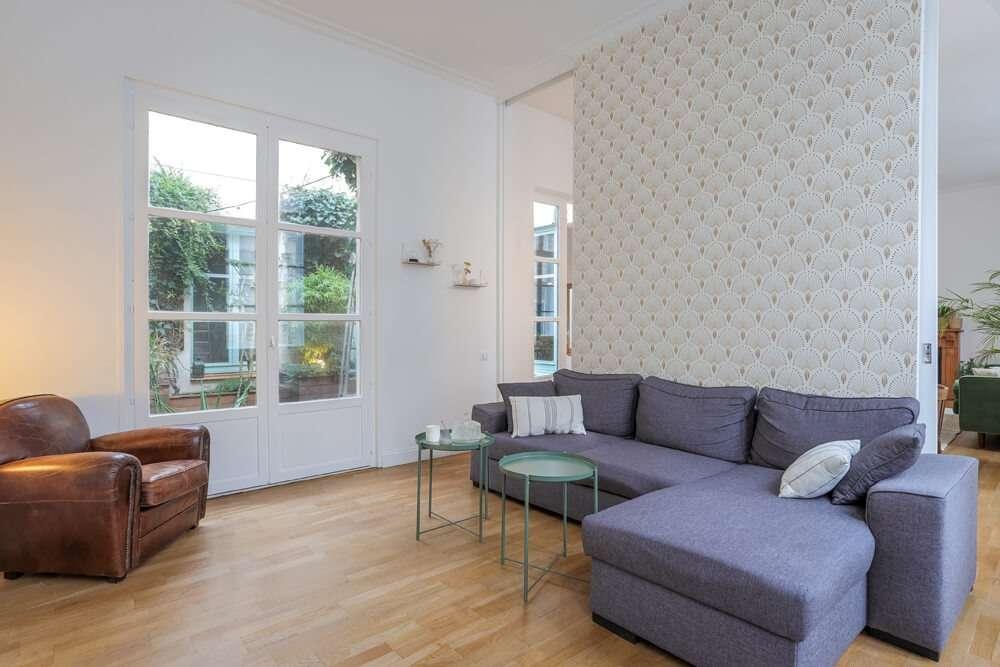 Salon moderne avec cloison coulissante