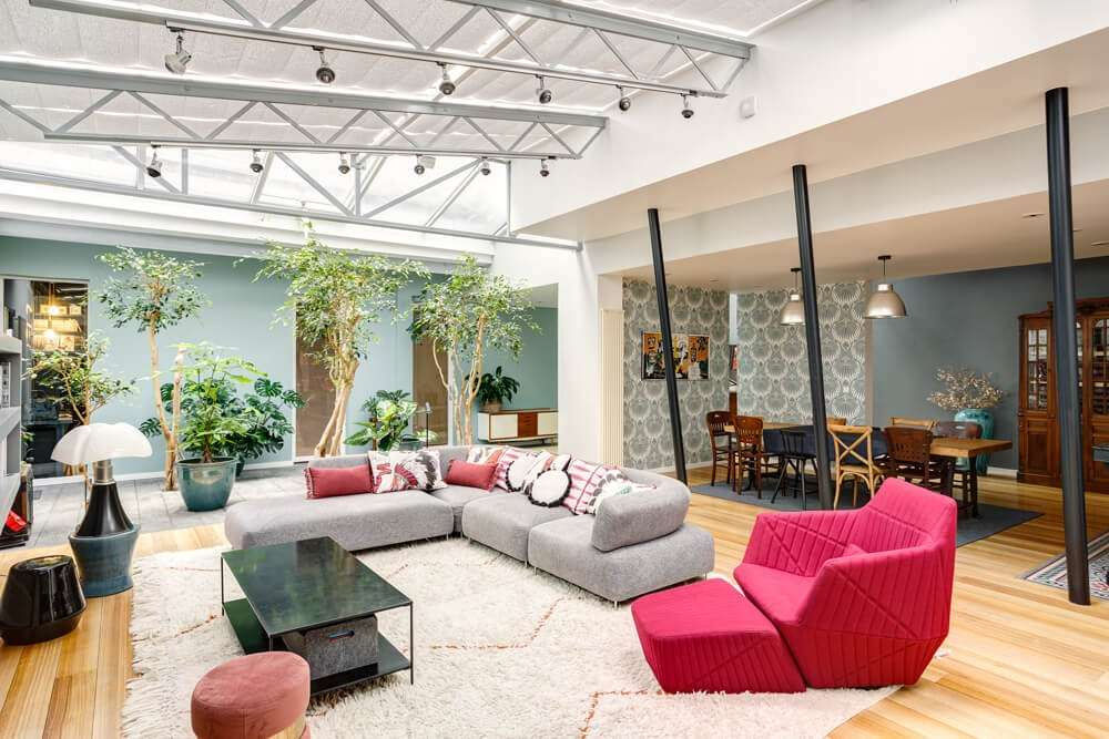 Loft ouvert sur le salon et la salle à manger
