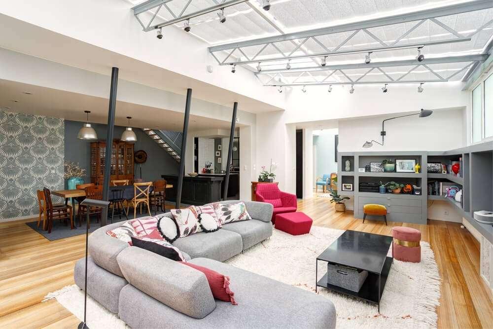 Loft ouvert avec salon, salle à manger et cuisine