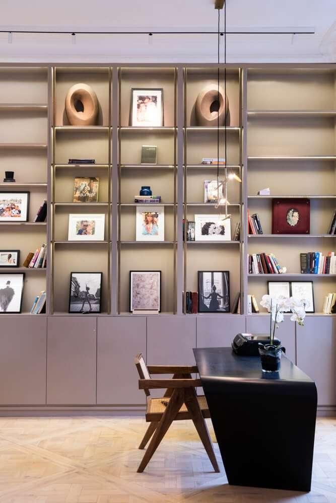 Bureau à domicile avec bibliothèque sur mesure