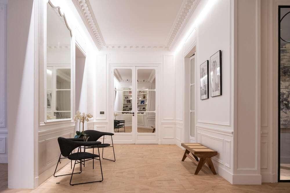 Grand couloir d'entrée style haussmannien