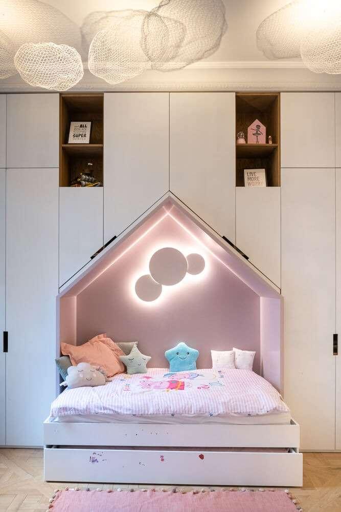 Chambre d'enfant avec lit cabane sur mesure