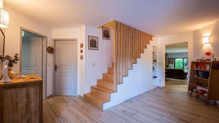 escalier avec rangements intégrés