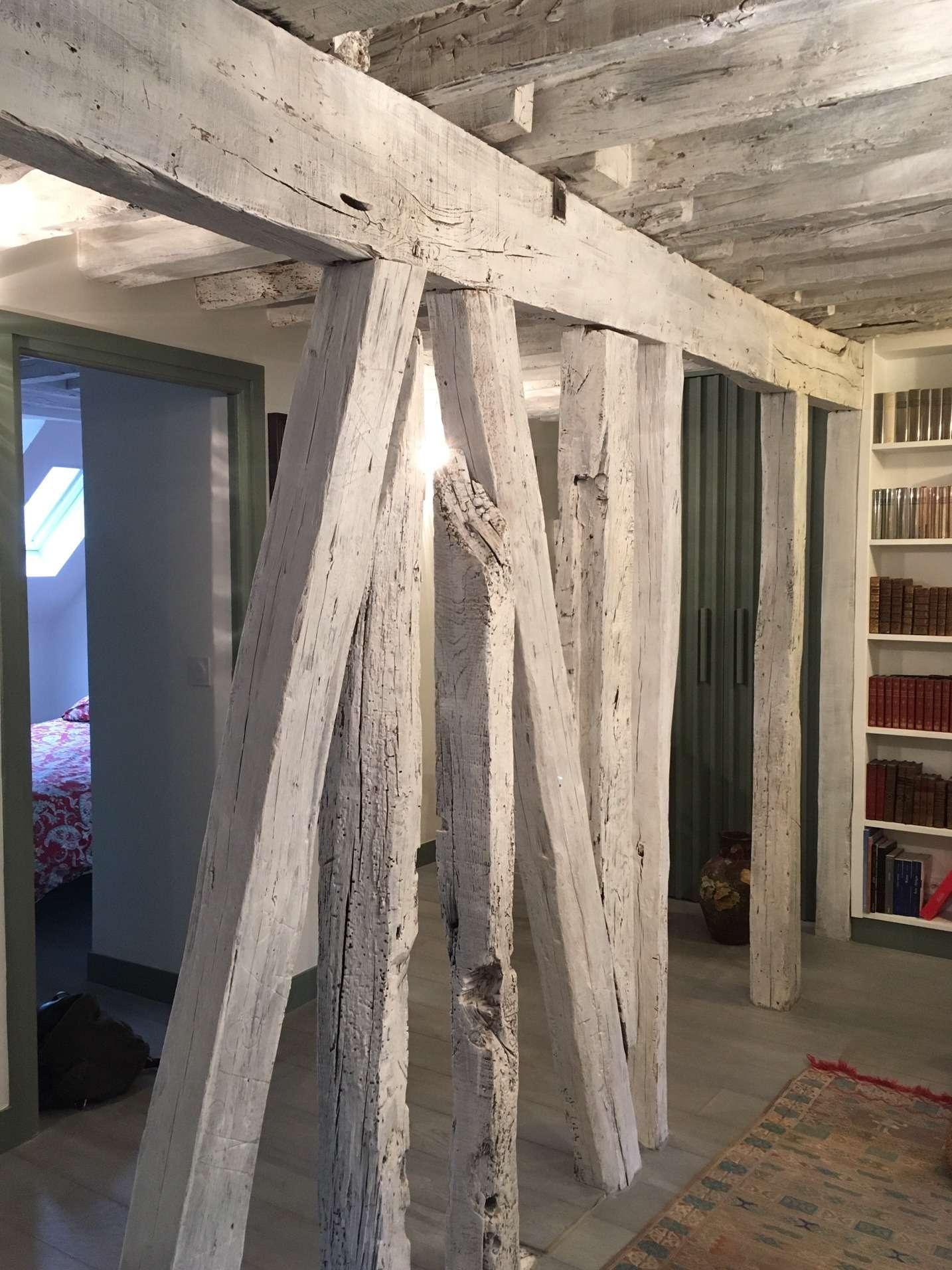 La structure mise à nu est lasuré blanc